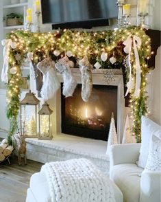 Christmas Fireplace Garland, Christmas Window Boxes, Garland Mantle Christmas, Classy Christmas, Office Christmas, Christmas 2016, Christmas Stuff, Christmas Time, Merry Christmas