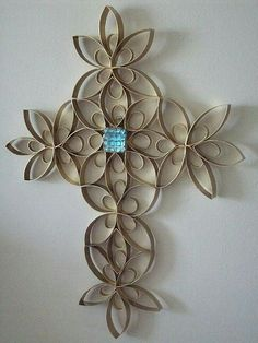 wrought iron look with toilet paper rolls Toilet Paper Roll Art, Paper Wall Art, Toilet Paper Roll Crafts, Cardboard Crafts, Cardboard Rolls, Easter Crafts, Christmas Crafts, Crafts For Kids, Arts And Crafts