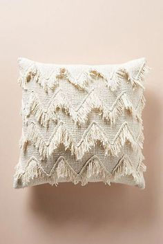 Fringed Chevron Pillow #DecoraciondeInteriores