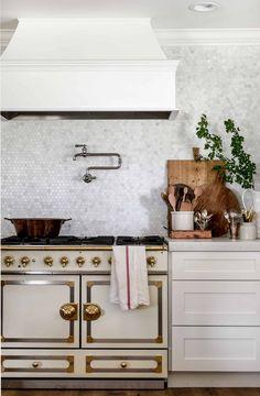 Old Kitchen, Home Decor Kitchen, Interior Design Kitchen, Vintage Kitchen, Home Kitchens, Kitchen Ideas, 1960s Kitchen, Colonial Kitchen, Ranch Kitchen