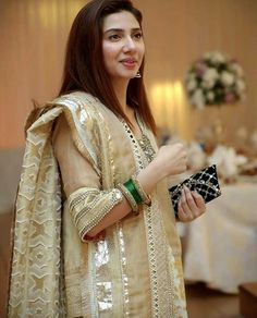 Latest Collection Of Pakistani Celebs Pakistani Fashion Casual, Pakistani Dresses Casual, Pakistani Dress Design, Pakistani Couture, Mahira Khan Dresses, Shadi Dresses, Pakistani Party Wear, Pakistani Wedding Outfits, Churidar