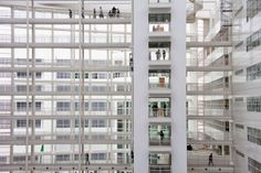 Stadhuis #DenHaag #Holland The Hague, Holland, Minimalism, Multi Story Building, Mood, Architecture, Viajes, The Nederlands, Arquitetura