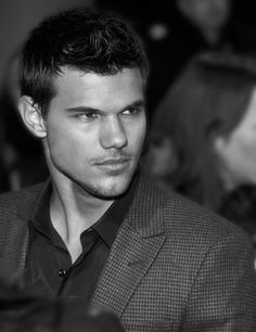 Taylor Lautner - Go Team Jacob Taylor Lautner, Jacob Black, Celebrity Crush, Celebrity Photos, Bad Boys, Actrices Hollywood, Raining Men, Robert Pattinson, Hollywood Stars