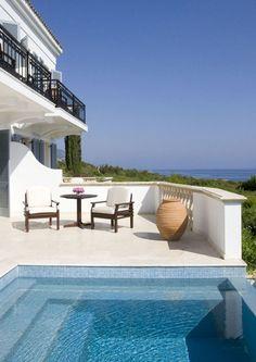 Das Anassa ist das beste Hotel Zyperns und ein Hideaway für VIPs: http://www.travelbook.de/europa/Hotellegenden-Teil-5-Das-Anassa-Das-goettlichste-Hotel-auf-Zypern-538108.html