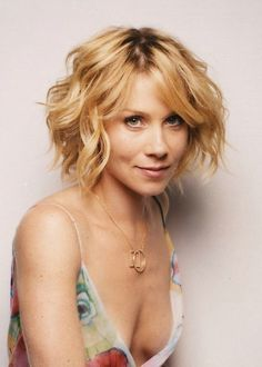 Fashionable Wavy Curly Bob Hairstyle for Short Hair – Christina Applegate's Hairstyle | Hairstyles Weekly