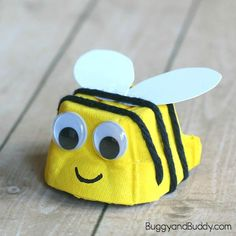 Egg Carton Bee Craft for Kids – Buggy and Buddy - Recycled Crafts Kids 2020 Bee Crafts For Kids, Recycled Crafts Kids, Toddler Crafts, Art For Kids, Arts And Crafts, Crafts From Recycled Materials, Kids Diy, Recycled Art, Insect Crafts