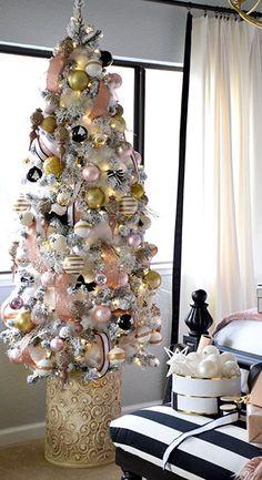 Stylish Christmas Decoration Ideas For A Joyful Home Christmas Tree Roses, Rose Gold Christmas Decorations, Christmas Tree Themes, Christmas Tree Decorations, Christmas Holidays, Xmas Trees, Christmas Things, White Christmas, Advent