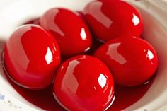 Red Pickled Eggs With Beet Juice: Pickled Red Beet Eggs are ver interesting 😂 Hp Sauce, Red Beet Eggs Recipe, Canning Recipes, Egg Recipes, Easter Recipes, Recipies, Juicer Recipes, Amish Recipes, Salads