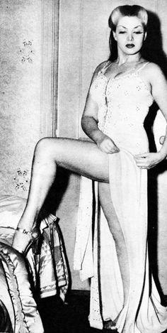 Burlesque dancer, Zorita (1942)