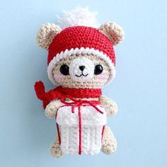 Crochet teddy bear with Christmas gift - free amigurumi pattern