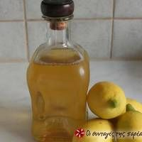 Λιμοντσέλο η παραδοσιακή συνταγή Carafe, Hot Sauce Bottles, Food, Essen, Meals, Decanter, Yemek, Eten