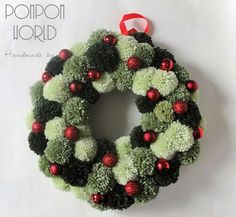 Christmas wreath Green colors Pom pom Red by PompomWorldCom