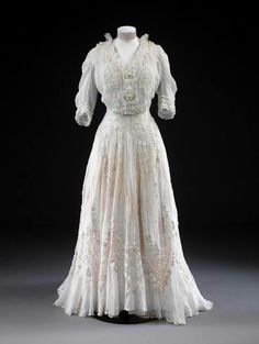 Day Dress, 1904-08  From the Victoria and Albert Museum