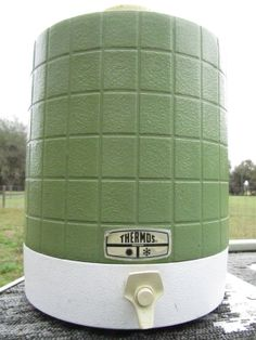 True thermos brand in good vintage condition! Would be nice to display in a man cave or retro style living. Picnic Essentials, Drink Dispenser, Vintage Green, Unique Jewelry, Handmade Gifts, Etsy, Kid Craft Gifts, Glass Beverage Dispenser, Liquor Dispenser