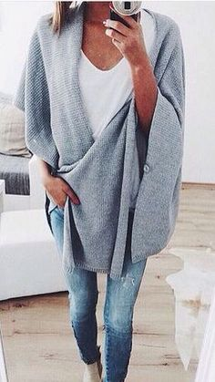75 Chic Outfits to Wear This Fall - Page 2 of 3 Looks so cozy Outfit Chic, Chic Outfits, Fashion Outfits, Cosy Outfit, Travel Outfits, Fasion, Fashion Clothes, Mode Chic, Mode Style