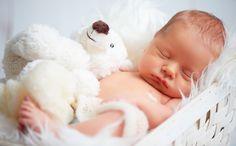 Wachstumsschübe prägen intensiv das erste Lebensjahr eines Babys. Sinne und Fähigkeiten werden ausreifen. Das weckt im Baby Ängste, bevor es dank viel elterlicher Nähe seine neuen Fähigkeiten zu nutzten lernt.