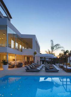 Mallorca. Pool des Portals Hills Boutique Hotels in der Abendstimmung. Portals Nous, Spanien