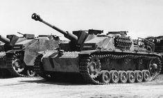 """Sturmgeschütz 7,5 cm Stu.K. 40 Ausf. G (Sd.Kfz. 142/1) """"Erika"""" Ce StuG 40 tardif baptisé « Erika » affiche 16 anneaux de victoires sur son tube."""