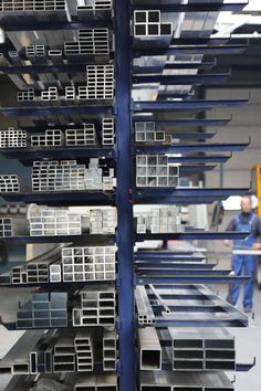 Aluminium gevelbekleding was jarenlang enkel te zien op gevels van bedrijfspanden. Tegenwoordig is de toepassing meer en meer te zien in het straatbeeld. Hoe dat komt? Aluminium heeft een aantal belangrijke voordelen. Op onze blog vind je de belangrijkste pluspunten.