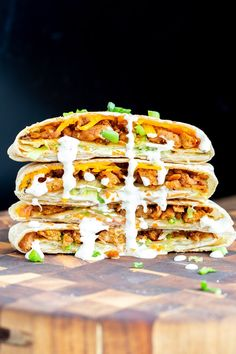 Try this vegan crunchwrap recipe - a veganized version of Taco Bell's famous crunchwrap supreme! Except that this one is completely homemade and uses Korean BBQ Soy Curls, vegan cheese shreds and veggies for the filling. Crunchwrap Recipe, Taco Bell Crunchwrap Supreme, Vegan Wraps, Vegan Ranch, Wrap Sandwiches, Vegan Sandwiches, Meat Substitutes, Korean Bbq