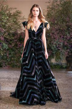 Take a look to Luisa Beccaria Collections Fall Winter the fashion accessories and outfits seen on Milano runaways. Fashion 2018, High Fashion, Fashion Show, Fashion Outfits, Fashion Design, Winter 2018 Fashion, Luisa Beccaria, Beautiful Gowns, Beautiful Outfits