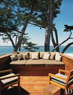 A PEACEFUL CALIFORNIA RETREAT  A recipient of a 2012 Housing Award from the American Institute of Architects, this coastal residence by Dirk Denison provides a Zenlike retreat