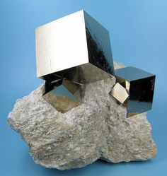 Pyrite cubic crystals on marlstone, from Navajún, Rioja, Spain. Size: 95 mm x 78 mm. Main crystal: 31 mm on edge. Weight: 512 g.