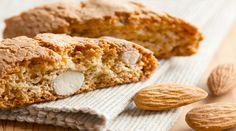 I cantucci sono anche chiamati biscotti di Prato: sono uno dei dolci più famosi della Toscana. Sono dei biscotti secchi alle mandorle, un tipico dessert del centro Italia accompagnato dal Vin santo, che serve per l'inzuppo.