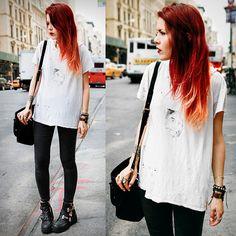 loose white tee + black skinny jeans