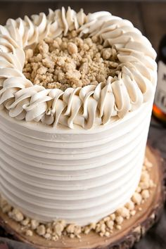 This Maple Cake is packed with pure, natural maple flavour throughout. Maple cake layers with a maple buttercream and maple streusel. | livforcake.com