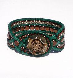 Leather bracelet. Wrap bracelet. Cuff. Green-brown. Lederarmband mit tschechischen Perlen, Vintage, Wickelarmband grün-braun von…