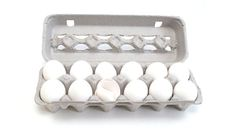 Have more eggs than you can use? How about milk, butter, or bananas? Freeze them! Here are some guidelines to help you make the most out of your grocery budget by freezing these and other unexpected foods. Whole Eggs Mix the yolks and egg w Freezer Cooking, Freezer Meals, Cooking Recipes, Freezing Eggs, Baking Tips, Food Items, Fun To Be One, Food Storage, Food Hacks