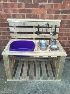 Millie's mud pie kitchen made from old pallets -You can find Old pallets and more on our website.Millie's mud pie kitchen made from old pallets - Kids Outdoor Play, Outdoor Play Spaces, Outdoor Play Kitchen, Outdoor Kitchens, Outdoor Toys, Play Kitchens, Old Pallets, Wooden Pallets, Pallet Benches