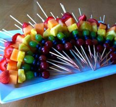 Rainbow Fruit Skewers Rainbow Fruit Skewers *Get more RECIPES from Raining Hot Coupons here* PIN it by clicking the button on any of the images! Rainbow Fruit Skewers are full of nutrients, look Rainbow Fruit Skewers, Fruit Kebabs, Rainbow Food, Rainbow Snacks, Rainbow Crafts, Shish Kabobs, Kids Rainbow, Rainbow Parties, Fruit Salads