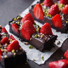 Tartă cu ciocolată și căpșuni – fără coacere   Retete culinare - Romanesti si din Bucataria internationala