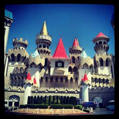 The Excalibur Las Vegas offers a spacious casino, carnival games, Dick's Last Resort, a pool and much more. Great rates available. Excalibur Las Vegas, Excalibur Hotel & Casino, Las Vegas Hotel Deals, Carnival Games, Louvre, Spa, Mansions, House Styles, Building