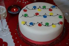 Cute Festive Lights Cake - full tutorial.  It's time to decorate your Christmas Cake!