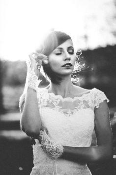Winterliche Vintage-Braut MICHAELA JORDAN http://www.hochzeitswahn.de/inspirationsideen/winterliche-vintage-braut/ #winter #bride #vintage