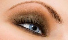 TIPS: Saat Menggunakan Perona Mata Hindarilah 6 Kesalahan Ini Golden Eye Makeup, Grey Eye Makeup, Brown Skin Makeup, Full Face Makeup, Makeup For Green Eyes, Eye Makeup Tips, How To Apply Eyeshadow, How To Apply Mascara, Eyeshadow Tips