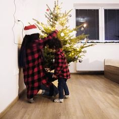 "Ayshen Beylerzadeh on Instagram: ""Ulrika ve mamasi 🤔 #christmaslook #lightroompresets #lightroom #photoshop #ceskarepublika #czechfashion #dnesnosim #dnesnosimcz #lookbook…"" Christmas Look, Lightroom, Photoshop, My Style, Instagram"