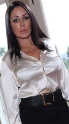 White Satin Blouse, Silk Satin, Sexy Blouse, Blouse And Skirt, Satin Skirt, Satin Dresses, White Shirt Outfits, Satin Bluse, White Shirts Women
