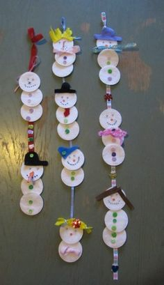 definately doing a craft like this with my little :) Kindergarten Christmas Crafts, Christmas Crafts For Kids, Preschool Crafts, Holiday Crafts, Christmas Time, Christmas Decorations, Crafts For 2 Year Olds, Winter Project, Childrens Christmas