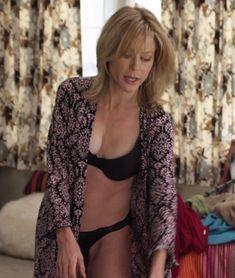 Julie Bowen, Tv Girls, Robin Wright, Celebrity Caricatures, Modern Family, Celebs, Celebrities, Boobs, Sexy Women
