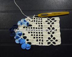 Com a linha em cor, faço a meia Flor Cone . . .    Olhando pelo avêsso . . .       Na sequência, com os 3 tons de azul . . . a Flor ...