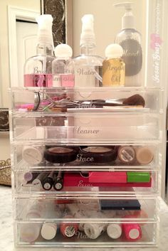 Einfache Dimples: Organisation Badezimmerregale - Keep it clean - perfume Bathroom Organization, Makeup Organization, Bathroom Storage, Storage Organization, Storage Ideas, Organizing Tips, Organising Ideas, Household Organization, Bathroom Ideas