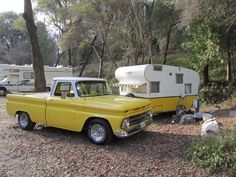 Would you like to go camping? If you would, you may be interested in turning your next camping adventure into a camping vacation. Camping vacations are fun Old Campers, Vintage Campers Trailers, Retro Campers, Vintage Caravans, Camper Trailers, Happy Campers, Shasta Trailer, Tiny Trailers, Auto Camping