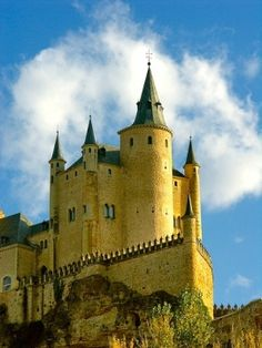 ✯ Segovia, Spain. This was the castle used in the Camelot movie with Richard Harris and Vanessa Redgrave.