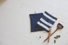 Nothing beats a simple afternoon project to kick off the year right. And I decided to start the year with newpot holders. I used this super simple tutorial fromThe Purl Bee, with a slight variati…
