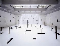 O.T., 2006, installation, wooden boards, wooden panels, color, 13 x 12 x 3, 8 m, Galerie im Taxispalais, Innsbruck, Photo: Rainer Iglar