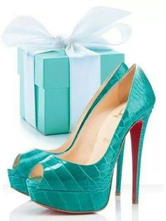 Christian Louboutin Lady Peep Turquoise Alligator Platform Pumps - love the colour! Cute Shoes, Me Too Shoes, Moda Casual, Sexy Heels, Nude Heels, Christian Louboutin Shoes, Louboutin Pumps, Beautiful Shoes, Designer Shoes